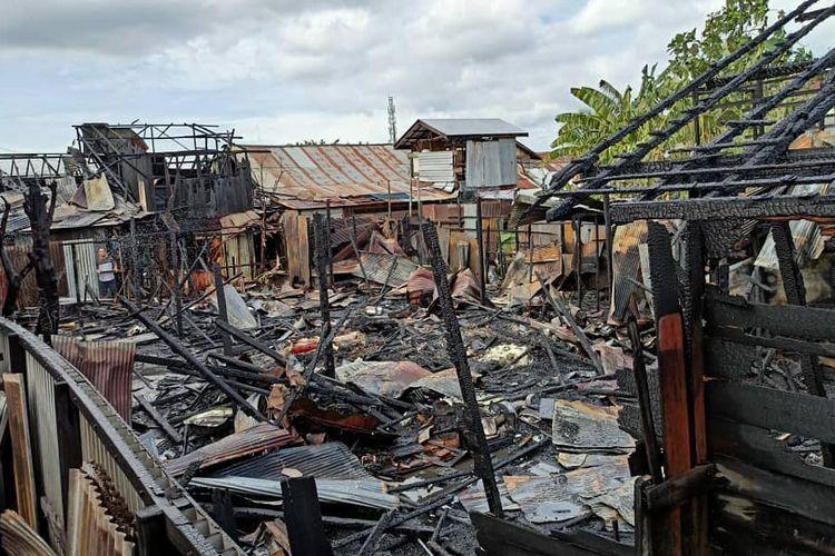 Puing-puing sisa kebakaran di Jalan Alalak Utara, Banjarmasin, Kalsel yang menghanguskan 15 rumah, Rabu (8/7/2020).