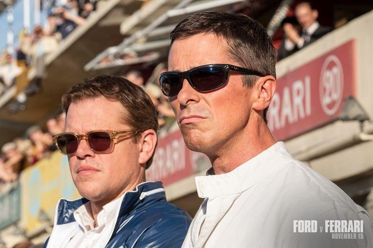 Matt Damon dan Christian Bale dalam film Ford v Ferrari.