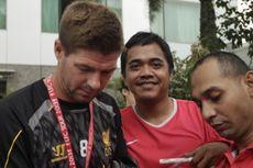 Bersantai, Gerrard Manjakan Penggemar Liverpool