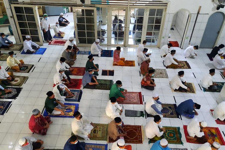 Jemaah Masjid Jamie Baitul Muttaqien Melaksanakan Salat Iduladha 1442 H, Selasa (20/7/2021)