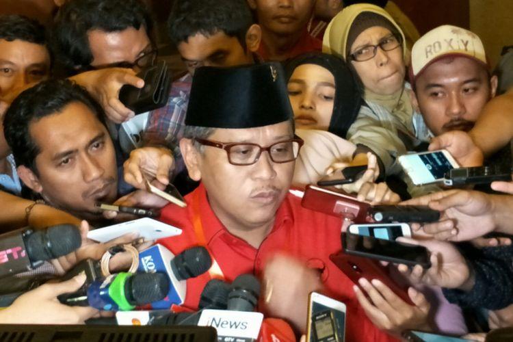 Sekretaris Jenderal PDI-Perjuangan Hasto Kristiyanto ditemui usai perayaan HUT PDI-P ke-45, di Jakarta Convention Center, Jakarta, Rabu (10/1/2018).