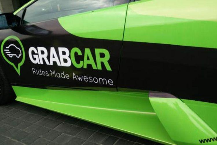 Mobil sport mewah yang bisa disewa gratis selama masa kampanye GrabSpeed di Jakarta.