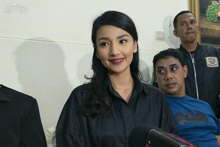 Artis peran Tsania Marwa saat menggelar jumpa pers di kawasan Gambir, Jakarta Pusat, Selasa (19/3/2019).