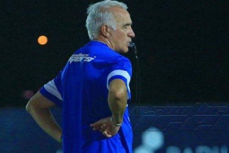 Pelatih asal Argentina, Mario Gomez tak lagi menangani klub kaya dari Malaysia, Johor Darul Takzim per Rabu (18/1/2017).