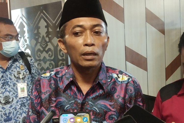 Bupati Lombok Tengah Pathul Bahri saat diwawancarai media di kantor Bupati