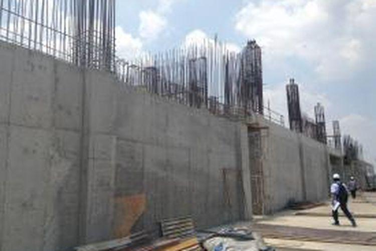 Proses pembangunan IIECC di BSD City, Tangerang Selatan, sudah mencapai kira-kira 40 persen dari keseluruhan pembangunannya. Lokasi proyek ini dalam keadaan normal bisa ditempuh selama 40 menit dari pusat Jakarta dan 30 menit dari Bandara Internasional Soekarno-Hatta.