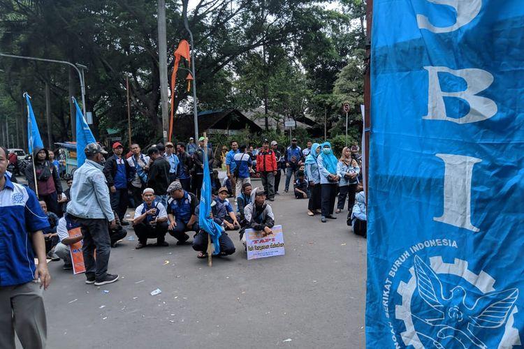 Aksi Demonstrasi Buruh PHK di Kantor Pusat Pemerintahan Kota Tangerang, Senin (2/12/2019)