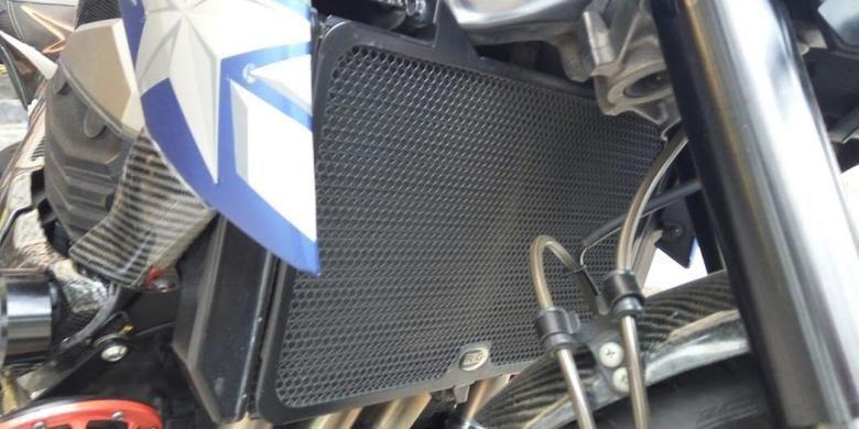 Cover radiator pada motor sport