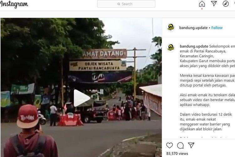 Sebuah video yang memperlihatkan aksi ibu-ibu membuka gerbang tempat wisata Pantai Rancabuaya di Desa Purbayani, Kecamatan Caringin, viral di media sosial di Garut.