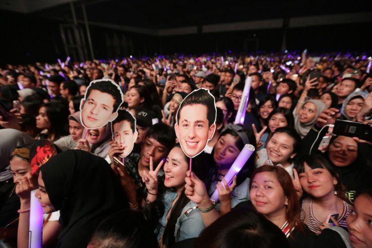 Suasana konser penyanyi solo asal Amerika Serikat, Charlie Puth, yang digelar di ICE BSD, Tangerang Selatan, Banten, Jumat (16/11/2018).