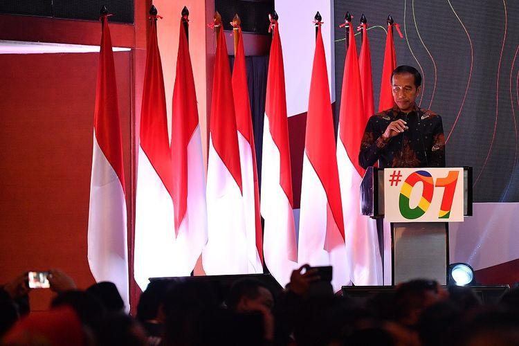 Calon Presiden petahana Nomor Urut 01 Joko Widodo bersiap menyampaikan pengarahan dalam Konsolidasi H-30 Pemilu Presiden dan Wakil Presiden Tahun 2019 di Hotel Borobudur, Jakarta, Minggu (17/3/2019). Kegiatan yang diikuti kepala daerah dan pimpinan DPRD tingkat provinsi dari seluruh partai pendukung tersebut untuk membahas strategi pemenangan pasangan Capres-Cawapres nomor urut 01 Joko Widodo dan K.H. Maruf Amin. ANTARA FOTO/Sigid Kurniawan/wsj.