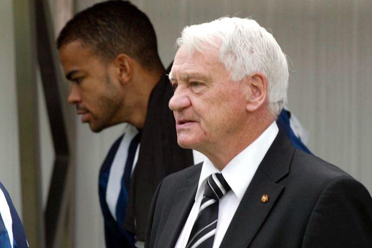 Kieron Dyer bersama pelatih legendaris Sir Bobby Robson di Newcastle United pada Agustus 2004.