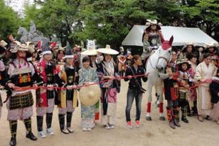 Tidak memerlukan waktu lama untuk mengunjungi Persatuan Pelajar Indonesia (PPI) yang berpusat di Osaka atau Kobe. PPI memiliki berbagai acara menarik, seperti sanggar budaya, kegiatan olahraga atau festival lainnya.