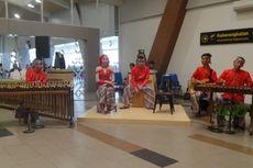 Mulai Hari Ini, Saung Angklung Udjo Rutin Tampil di Bandara Husein Sastranegara