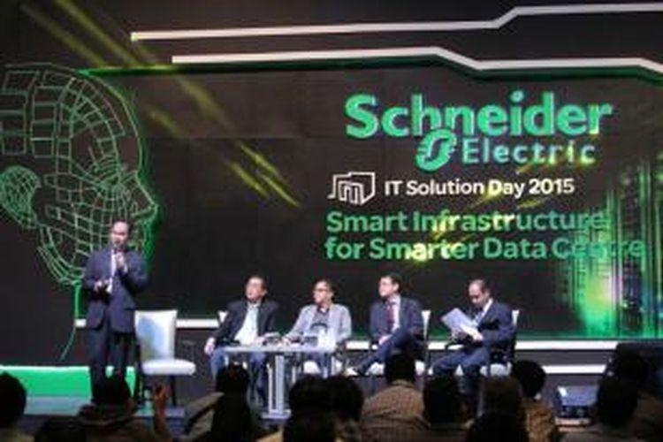 Seminar Schneider Electric IT Solution Day 2015: 'Pentingnya Merancang, Mengelola dan Memonitor Data Center Menggunakan Infrastruktur Cerdas' Rabu (25/3/2015), di Jakarta. Monitoring menjadi salah satu bahasan menarik di acara tahunan yang diselenggarakan untuk membahas tren kebutuhan dan solusi data center tersebut.