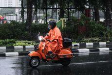 Tips Naik Motor yang Aman Saat Kondisi Hujan