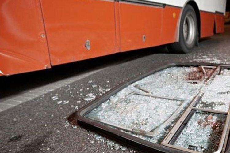 Ilustrasi kecelakaan bus di jalan bebas hambatan. Sumber: Shutterstock