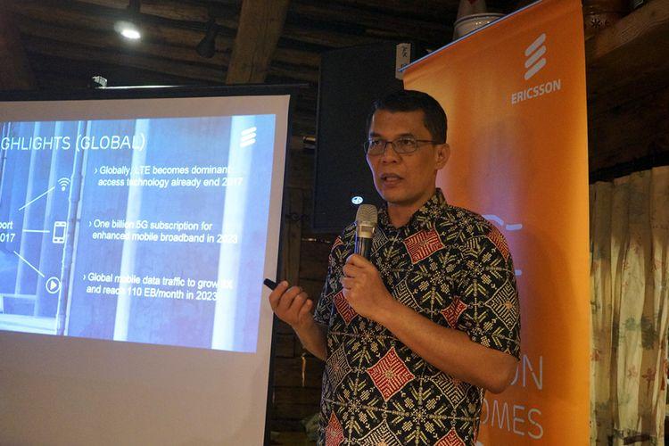 Vice President Network Solution Ericsson Indonesia dan Timor Leste, Ronni Nurmal, ketika menyampaikan paparan Ericsson Mobility Report 2017 di Jakarta, Senin (18/12/2017).