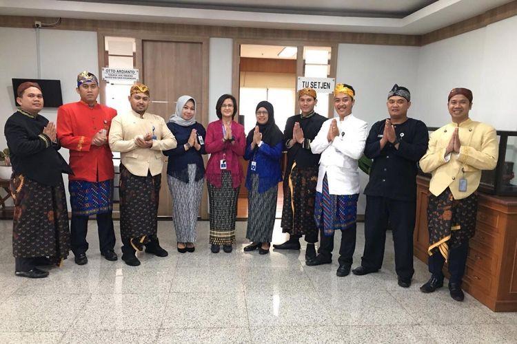 ASN Kemenhub Wajib memakai baju adat Indonesia