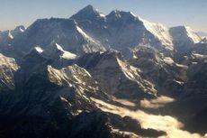 Berbagai Misi Mencapai Puncak Everest, Penerbangan hingga Pendaki Termuda