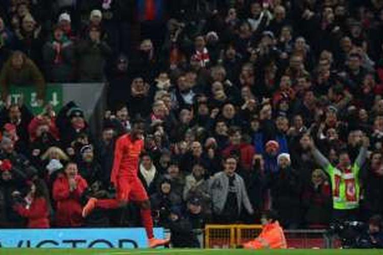 Striker Liverpool asal Belgia, Divock Origi, melakukan selebrasi setelah mencetak gol ke gawang Leeds United pada pertandingan perempat final Piala Liga Inggris di Anfield, Liverpool, Selasa (29/11/2016).