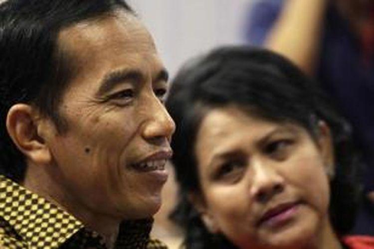 Presiden Joko Widodo atau Jokowi dan Ibu Negara Iriana Joko Widodo menghadiri acara kelulusan anak bungsunya Kaesang Pangarep dari Program International Baccalaureate di Anglo-Chinese School (International) Singapura, Jumat (21/11/2014).