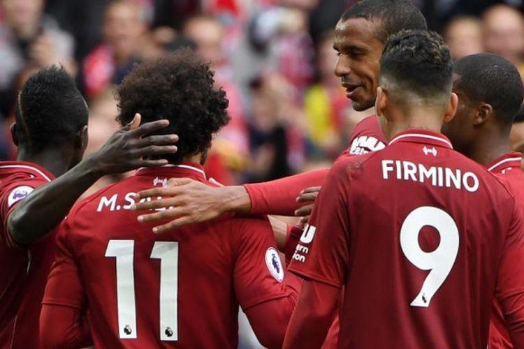 Para pemain Liverpool FC merayakan gol Mohamed Salah ke gawang Southampton dalam partai Liga Inggris di Stadion Anfield, Liverpool, 22 September 2018.