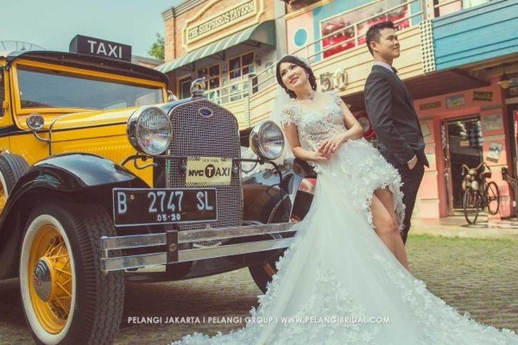 Salah satu pasangan yang pernah melangsungkan foto pre wedding di Hauwkes Auto Gallery, di kawasan Kemang, Jakarta Selatan.