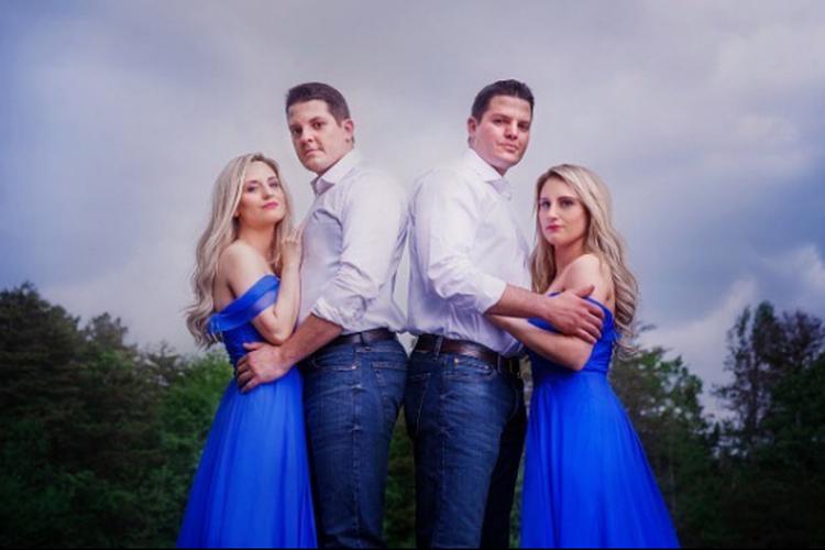 Brittany dan Briana Deane bersama suami mereka Josh dan Jeremy Salyers.