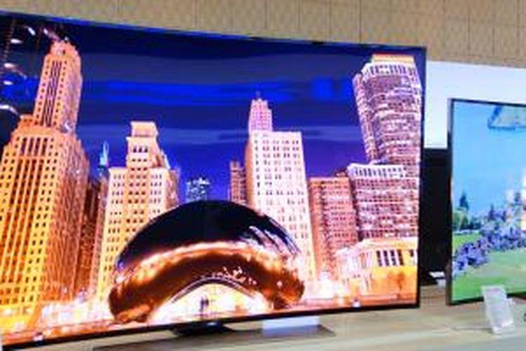 Samsung memamerkan televisi 4K U9000 di Bali, Denpasar, Kamis (20/2/2014).