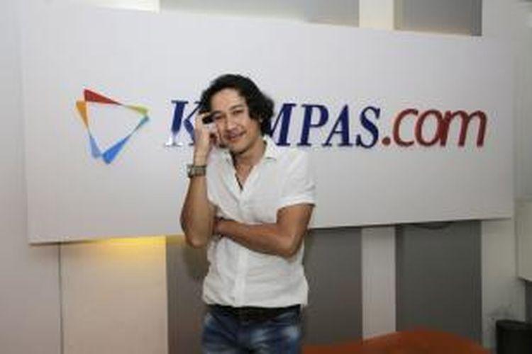 Pemain Film 3, Agus Kuncoro, usai wawancara di newsroom Kompas.com, Gedung Kompas Gramedia, Jakarta Pusat, Kamis (10/9/2015). KOMPAS.com / FIKRIA HIDAYAT