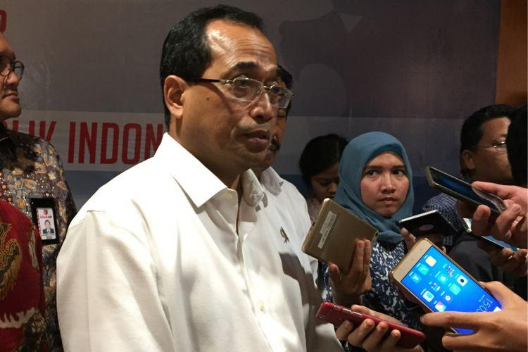 Menteri Perhubungan Budi Karya Sumadi saat meresmikan gedung Operation Control Center Lion Air Group di Tangerang, Jumat (21/7/2017) sore.