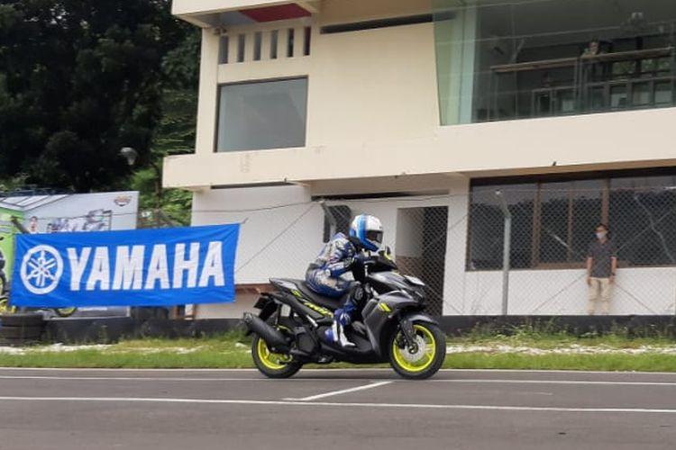 Galang Hendra mencoba kebolehan Yamaha All New Aerox 155 di Sirkuit Sentul Karting, Bogor