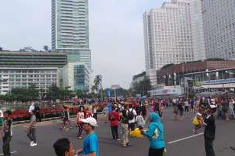 Suasana car free day di kawasan Bundaran Hotel Indonesia, Jakarta Pusat, Minggu (5/6/2016).