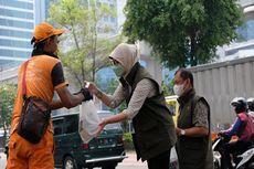 Bulog Peduli Bagikan Bantuan Pangan untuk Pasukan Oranye DKI Jakarta