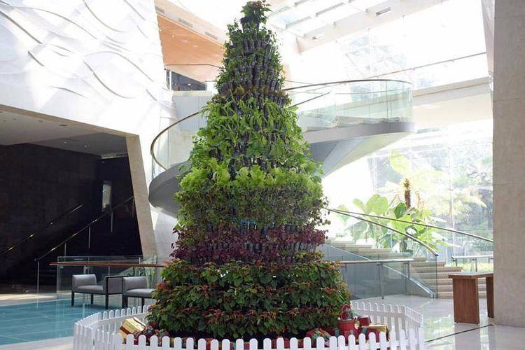 Lihat Ada Pohon Natal Unik Di Kota Bandung Halaman All