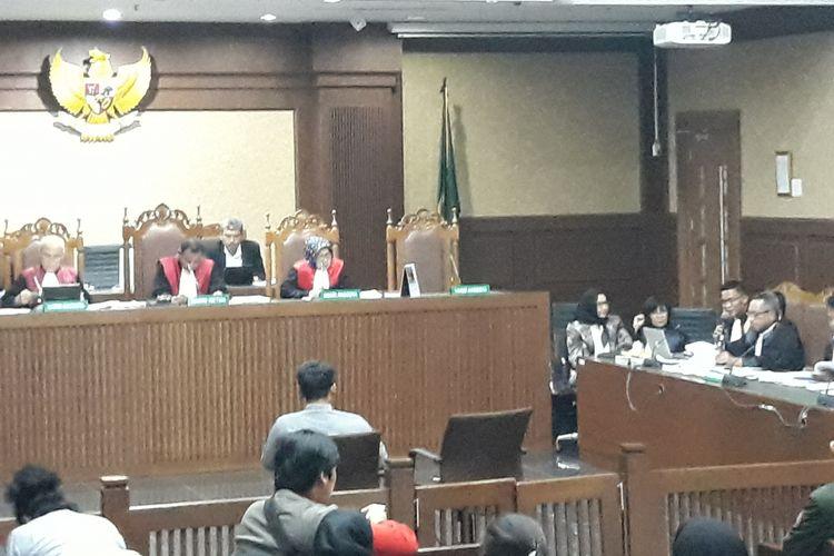 Mantan staf administrasi pemasaran PT Citra Gading Asritama, Marsudi bersaksi di Pengadilan Tindak Pidana Korupsi Jakarta, Selasa (3/4/2018).