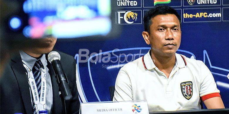 Pelatih Bali United, Widodo Cahyono Putro, saat sesi konfrensi pers usai timnya mengalahkan Tampines Rovers FC di Stadion Kapten I Wayan Dipta, Gianyar, Selasa (16/1/2018).