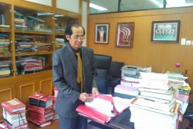 Ketua Kamar Pidana Mahkamah Agung, Artidjo Alkostar, di ruang kerjanya, Kamis (18/9/2014).