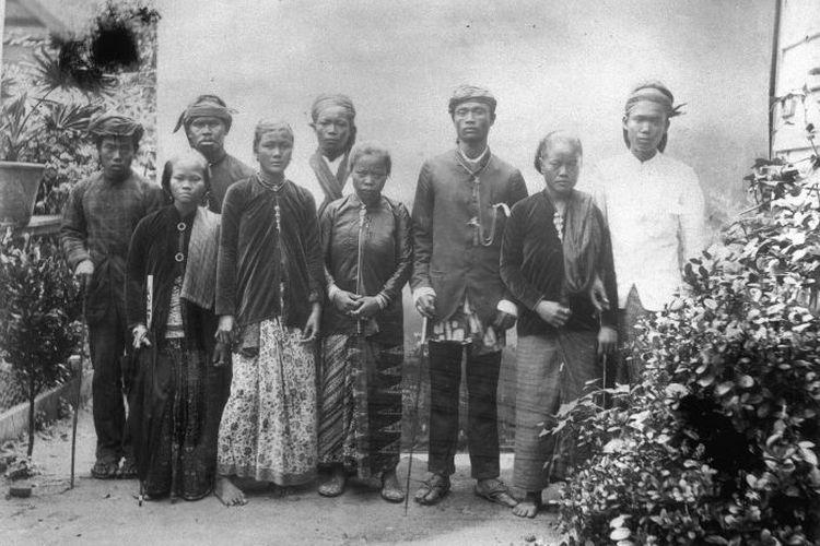 Orang Jawa yang dikirim ke Suriname oleh Pemerintah Hindia Belanda. Foto diambail antara 1880-1900.