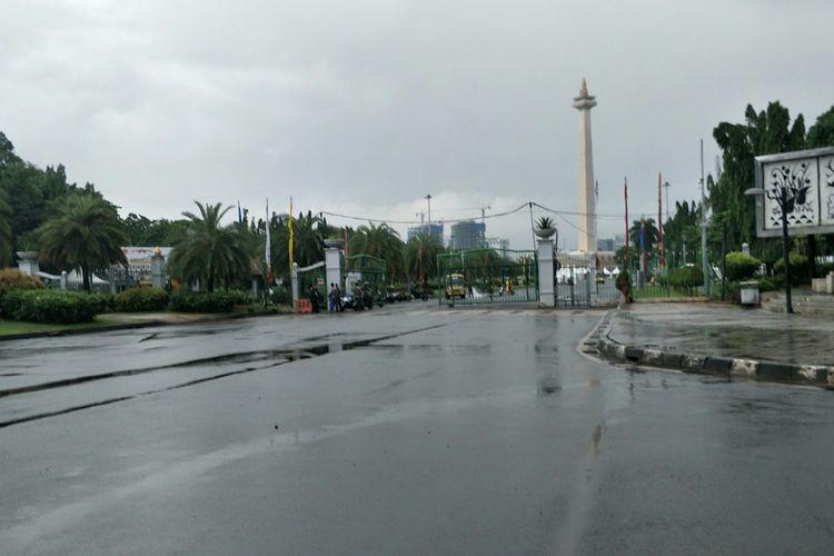 Pintu masuk Jalan Silang Monas Barat Laut atau sekitar Taman Pandang, kawasan Monas, Jakarta Pusat, yang sempat tergenang pada Jumat (24/1/2020) siang. Jelang sore, genangan sudah surut.