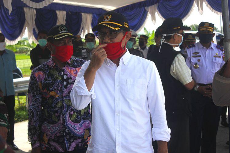 Bupati Ngawi Budi Sulistyono mengingatkan kepada pedagang untuk tidak menghitung uang dengan menggunakan ludah. Kebiasaan menggunakan ludah saat menghitung uang bisa menjadi media penularan virus covid 19.