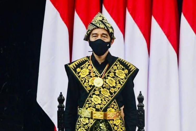 Presiden Joko Widodo mengenakan pakaian adat khas NTT dalam Sidang Tahunan MPR 2020 pada Jumat (14/8/2020).