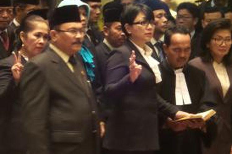 Susan Jasmine Zulkifli saat prosesi pengambilan sumpah sebagai Sekretaris Dinas Koperasi Usaha Mikro Kecil Menengah dan Perdagangan, di Balai Kota DKI Jakarta, Jumat (3/7/2015)