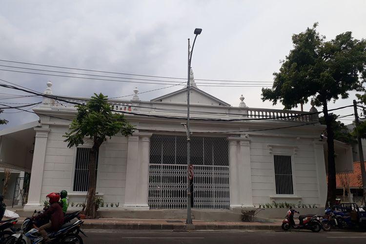 Gedung tua bekas Sekolah Taman Siswa di Jalan Genteng, Surabaya, Jawa Timur, yang saat ini tengah direvitalisasi Pemerintah Kota Surabaya untuk dijadikan sebagai Museum Pendidikan.