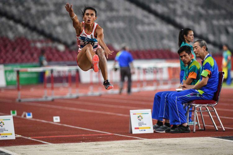 Atlet Indonesia, Maria Londa saat tampil pada babak final lompat Jauh Putri Asian Games 2018 di Stadion Utama Gelora Bung Karno, Senayan, Jakarta Pusat, Senin (27/8/2018). Maria Londa gagal meraih medali emas.