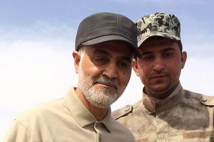 Komandan Pasukan Quds, cabang Garda Revolusi Iran, Qasem Soleimani, berdiri di garis depan saat operasi melawan ISIS di kota Tal Ksaiba, Provinsi Salahuddin, pada 8 Maret 2015.