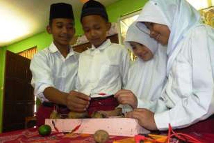 Siswa Madrasah Sulap Jeruk Nipis Dan Kentang Menjadi Baterai