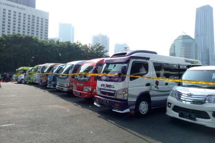 Direktorat Lalu Lintas Polda Metro Jaya menindak 115 travel gelap yang nekat beroperasi mengangkut penumpang untuk mudik Lebaran 2021.   Sejumlah travel gelap itu terjaring di jalan tol, jalur tikus dan arteri kawasan Jakarta, selama dua hari Selasa (27/4/2021) dan Rabu (28/4/2021).