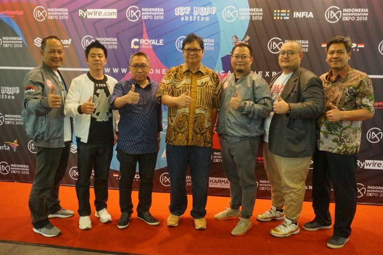 Menteri Perindustrian Airlangga Hartarto berkunjung ke pameran IMX 2018